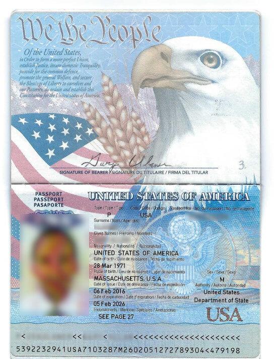 Главный разворот оригинального американского паспорта